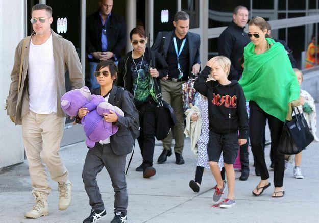 Brad Pitt, Angelina, Shiloh, Pax, Knox… Le retour de la famille la plus lookée !