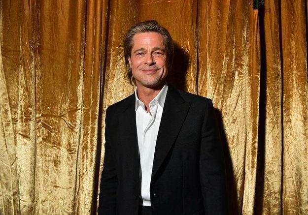 Brad Pitt annonce être sur Tinder et casse Internet