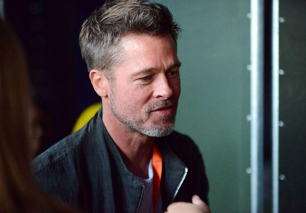Brad Pitt en couple avec Sienna Miller : ils ne se cachent plus à Glastonbury !