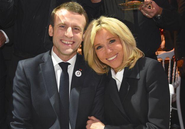 Théo Bommel (par Jules Fabre) - Page 4 Brigitte-Macron-elle-taquine-Emmanuel-Macron-sur-sa-passion-pour-The-Voice