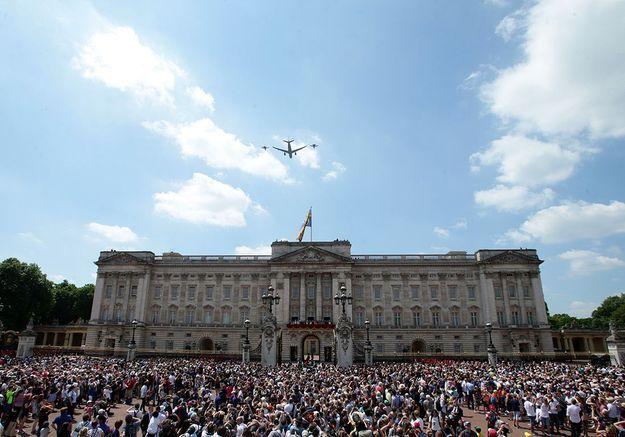 La foule réunie devant Buckingham Palace