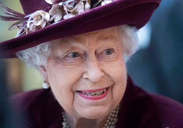 Comment la reine d'Angleterre se protège du Coronavirus ?