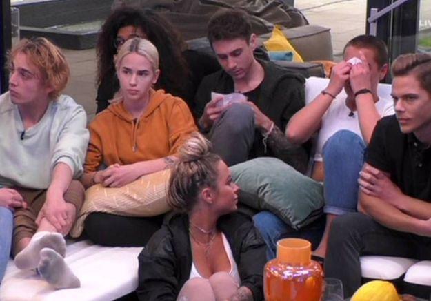 Coronavirus : en Allemagne, des candidats de télé-réalité apprennent l'étendue de l'épidémie en direct