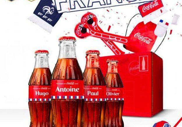 Des bouteilles de Coca Cola aux couleurs des joueurs