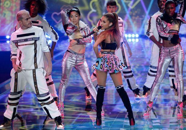 Ariana Grande au défilé Victoria's Secret 2014
