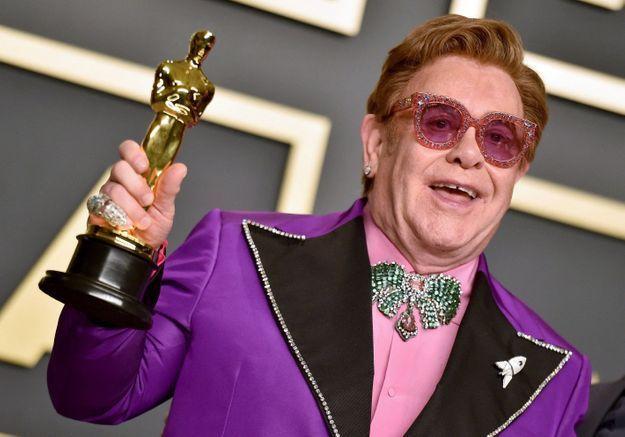 Elton John est contraint de reporter sa tournée européenne