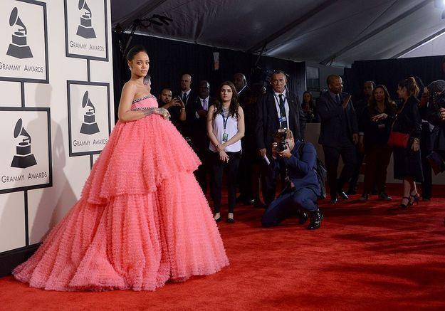 Grammy Awards : quand les internautes détournent la robe de Rihanna