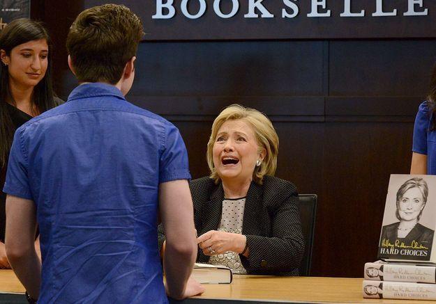 Hillary Clinton surprise par un acteur de Glee à une séance de dédicaces