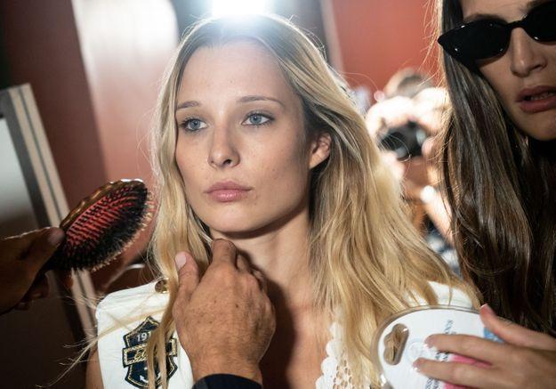Ilona Smet : en maillot de bain, elle charme la toile