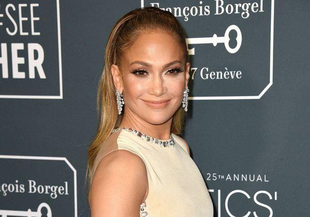 Jennifer Lopez entièrement nue sur la couverture de son nouveau single