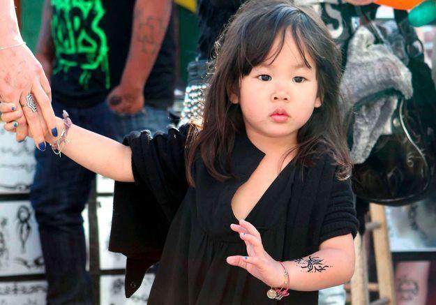 Á seulement 3 ans, Joy se la joue rebelle avec des tatouages (éphémères)