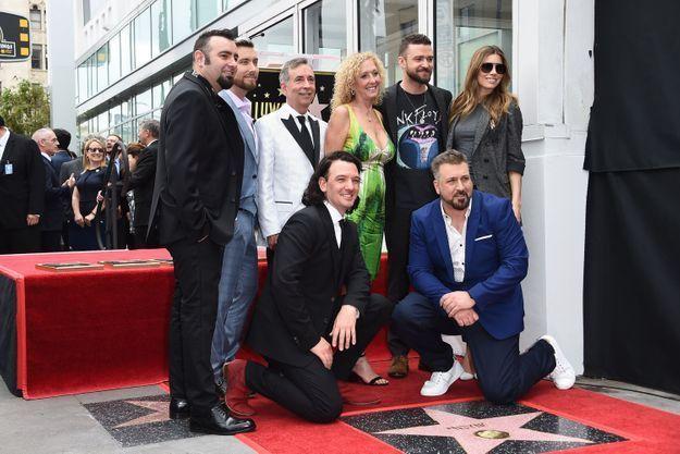 Justin Timberlake, sa mère et Jessica Biel ont posé avec les autres membres des NSYNC