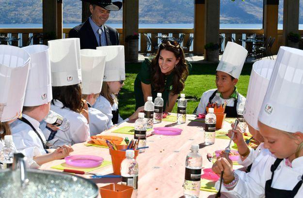 Cours de cuisine avec des enfants pour le couple princier