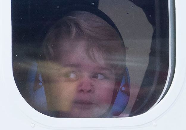Le prince George regarde une dernière fois le Canada avant le retour.