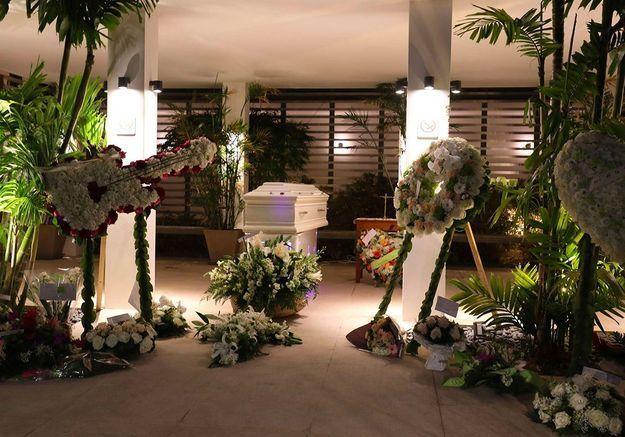 La dépouille de Johnny Hallyday à Saint Barth : les fans lui font leurs adieu lors d'une dernière veillée