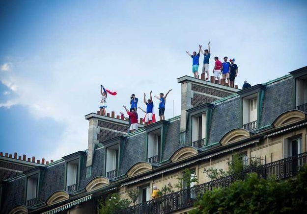 Sur les toits, les fans.