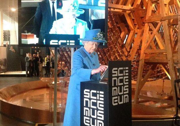 La reine d'Angleterre a publié son premier tweet !