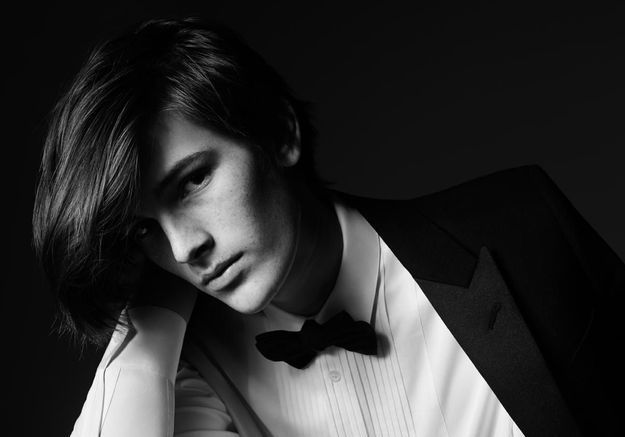 Le fils de Pierce Brosnan pose pour Saint Laurent
