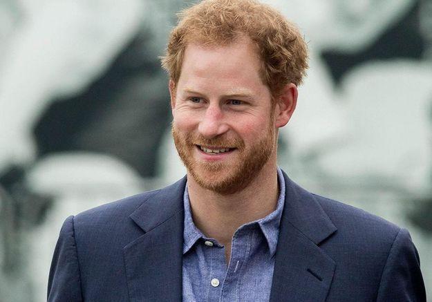 Le prince Harry fait une apparition surprise lors des Diana Awards : « Ma mère aurait été si fière de vous »