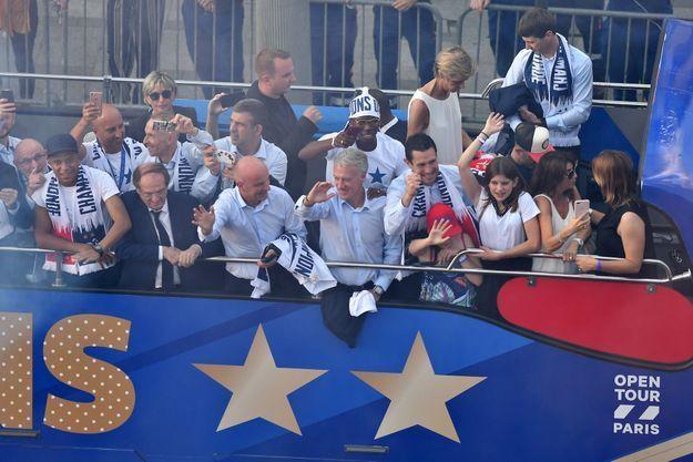 Didier Deschamps sacré champion du monde, vingt ans après 1998