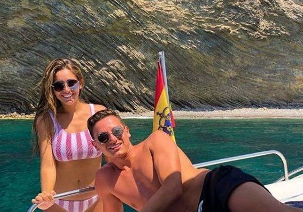Florian Thauvin et sa compagne Charlotte Pirroni à Ibiza