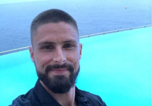 Olivier Giroud s'est rasé les cheveux avant de partir en vacances à Ibiza