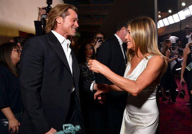 Les retrouvailles de Jennifer Aniston et Brad Pitt font le buzz : l'acteur réagit !