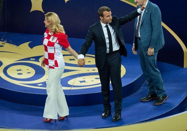Main dans la main avec la présidente croate