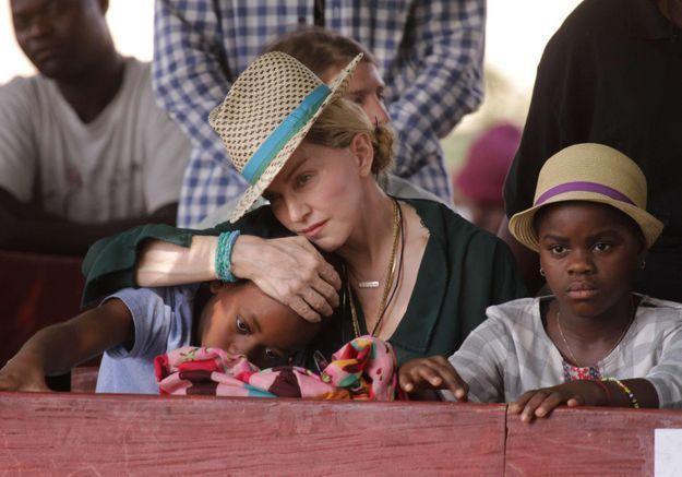 Madonna dément formellement avoir lancé de nouvelles demandes d'adoption