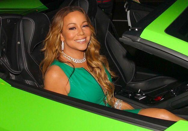 Mariah Carey : elle fait le minimum sur scène, devient la risée du web, et énerve ses fans