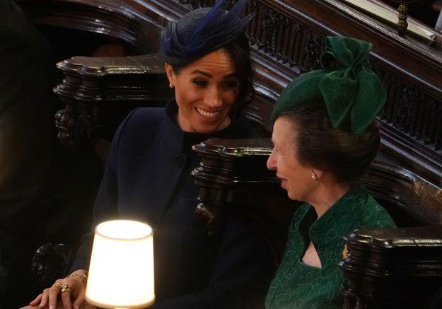 Meghan Markle en pleine discussion avec la princesse Anne du Royaume Uni