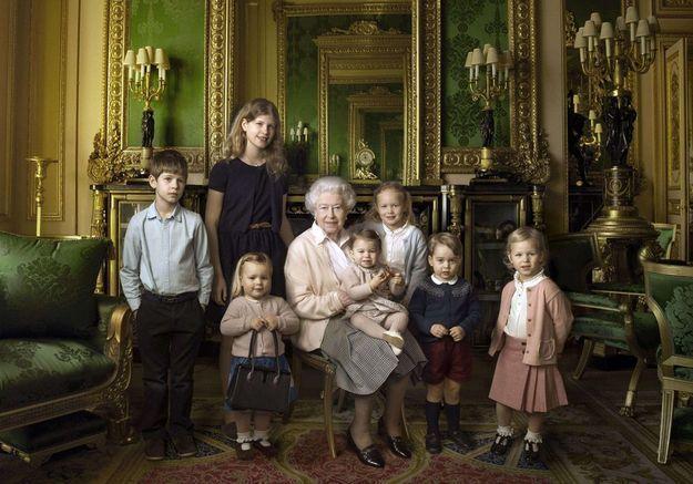La reine d'Angleterre et ses arrières-petits-enfants.