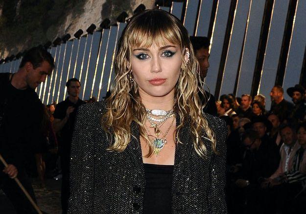 Miley Cyrus pleure la mort de sa chienne Mary Jane