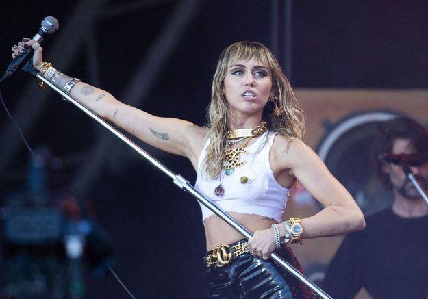 Miley Cyrus : un tatouage pour célébrer son divorce !