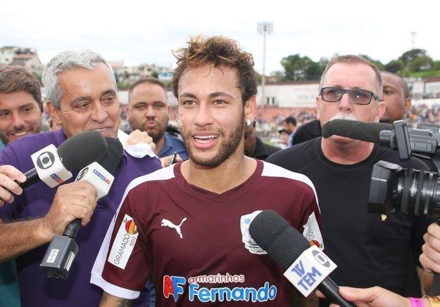 Neymar en couple : découvrez qui est sa compagne !
