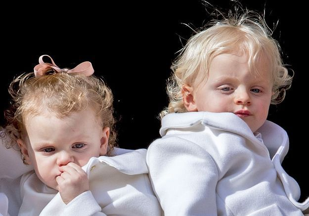 Les jumeaux, âgés de 11 mois