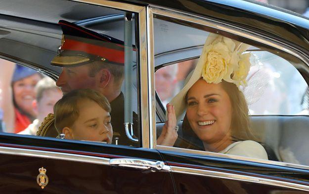 Le petit prince George sur le chemin du château de Windsor