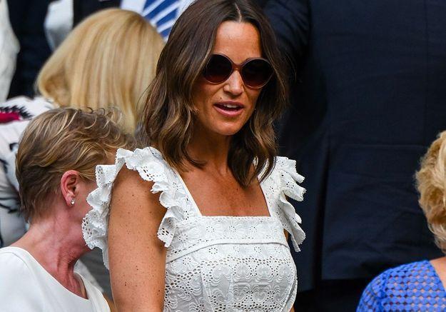 Pippa Middleton enceinte à Wimbledon, sa mère Carole chahute avec Gerard Piqué !