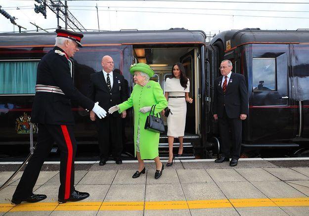 Première sortie officielle pour Meghan et la reine