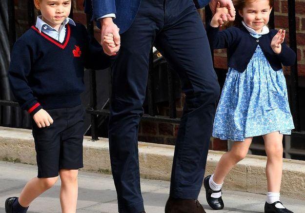 Tandis que George peine à sourire !