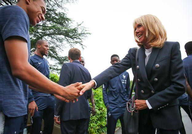 Brigitte Macron salue Kylian Mbappé