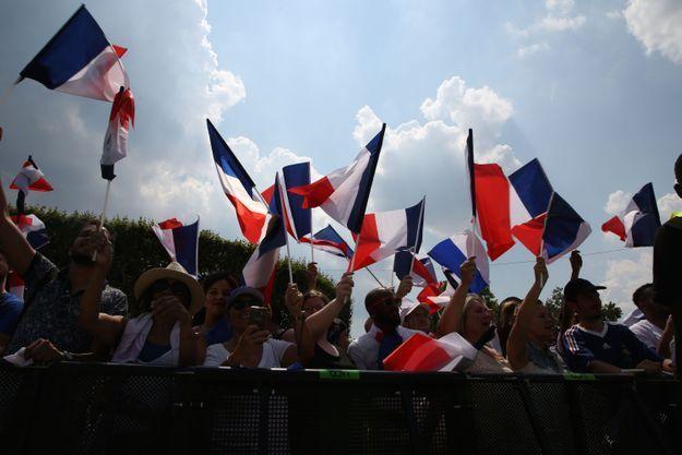Partout en France, les drapeaux flottent...