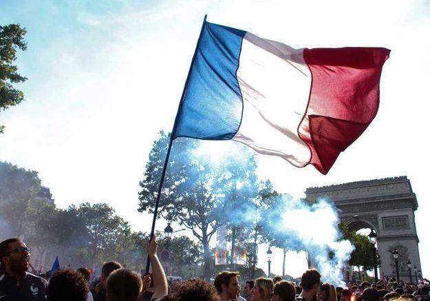 Les Champs-Elysées aux couleurs des Bleus