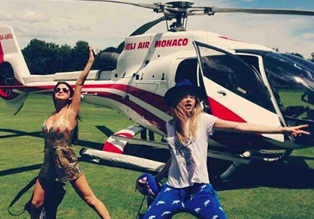 Selena Gomez fête ses 22 ans dans le Sud de la France avec Cara Delevingne