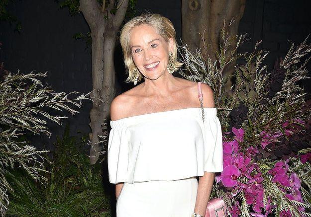 Sharon Stone : comment un chirurgien a augmenté la taille de sa poitrine sans son consentement