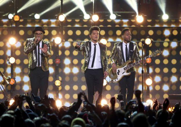 Super Bowl 2014 : regardez Bruno Mars chanter avec les Red Hot Chili Peppers