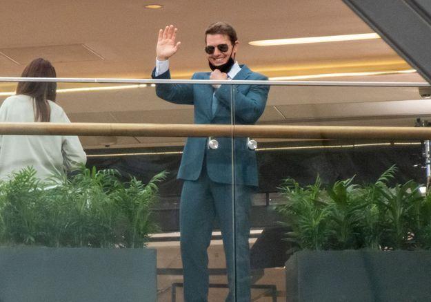 Tom Cruise atterrit en hélicoptère dans le jardin d'une famille en Angleterre