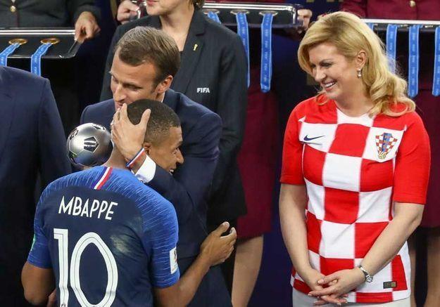 Dans les bras de Macron