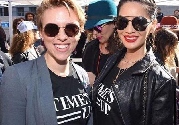 Scarlett Johansson et Olivia Munn arboraient elles aussi un t-shirt du mouvement Time's Up