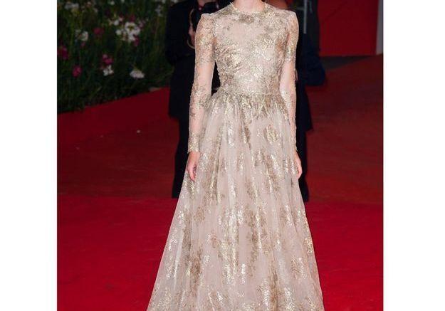 En robe Valentino sur le tapis rouge